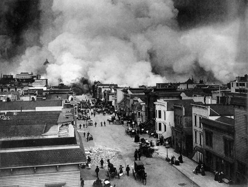 The Mission District burning. [Photographer: Chadwick, H. D. (US Gov War Department. Office of the Chief Signal Officer.) - US Archiv ARCWEB ARC Identifier: 524395 NARA National Archives and Records Administration]