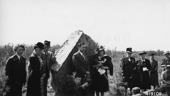 Illinois Society Daughters of the American Revolution at dedication of D.A.R. Diamond Jubilee cooperative forest plantation on the Shawnee National Forest, Illinois, 1940. It's assumed that the one in North Carolina would have used a rock of similar size. At far left is Margaret March-Mount, who launched the Penny Pines campaign. (FHS Photo Collection, R9_419109