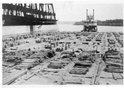The Ottumwa Belle and lumber raft at Davenport, Iowa,  August 20, 1915   Source:  Putnam Museum, Davenport IA  http://www.umvphotoarchive.org/cdm/singleitem/collection/putnm/id/499/rec/8