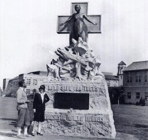 Potter statue